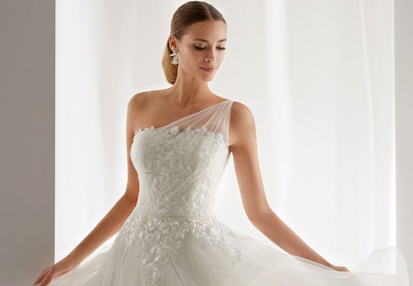 30 vestidos de novia con escote asimétrico: ¡tips básicos antes de