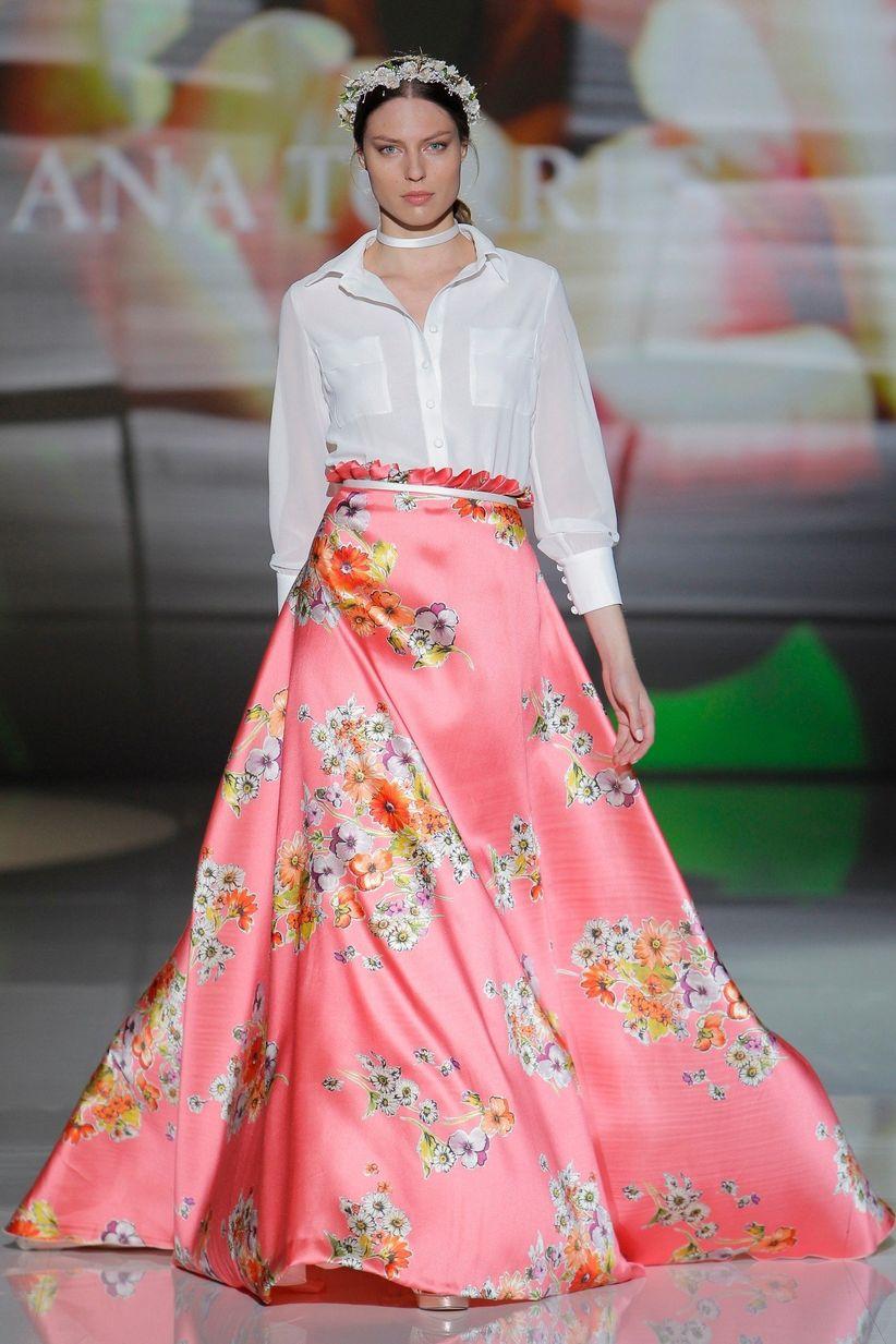 Vestidos Ana Torres 2017: mix de flores y feminidad
