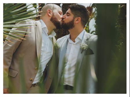 """La boda de Julián y Tole: un """"sí, quiero"""" con el mar como telón de fondo"""
