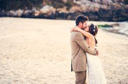 """La boda de Lino y Paz: un """"sí, quiero"""" descalzos y a orillas del mar"""