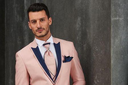 40 trajes de novio originales con color