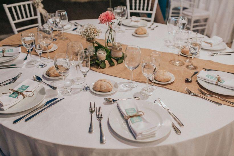 10 caminos de mesa para bodas en verano elige tu favorito for Caminos para mesas redondas