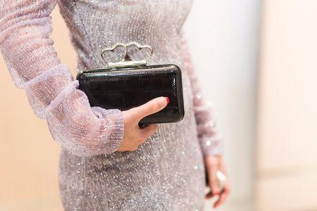 20 bolsos que marcar�n la diferencia en tu look de invitada perfecta