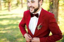 14 trajes de novio originales con color