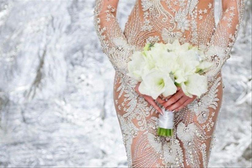 Mujeres vestidas de novias sexis