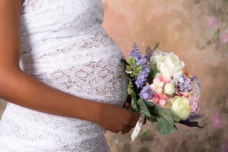 33 vestidos para novias embarazadas en todos los estilos