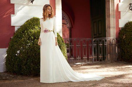 Vestidos de novia Matilde Cano 2018: minimalismo matizado