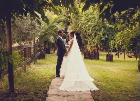 La boda de Carlos y Celia: un enlace de inspiración rústica con un estilo único