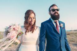 La boda de Álex y Lidia: la magia de una decoración handmade a orillas del mar