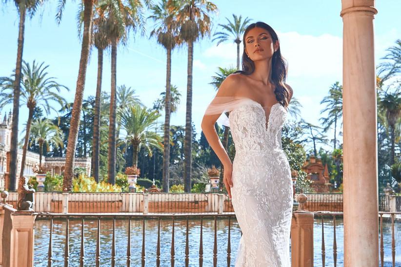 vestido de novia de la colección Oasis Pronovias Privée 2022 con hombros caídos y cuerpo de encaje floral