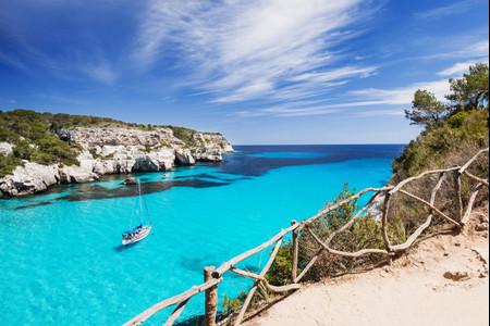 ¿Con ganas de conocer Menorca? Descubrid los mejores planes para parejas de enamorados