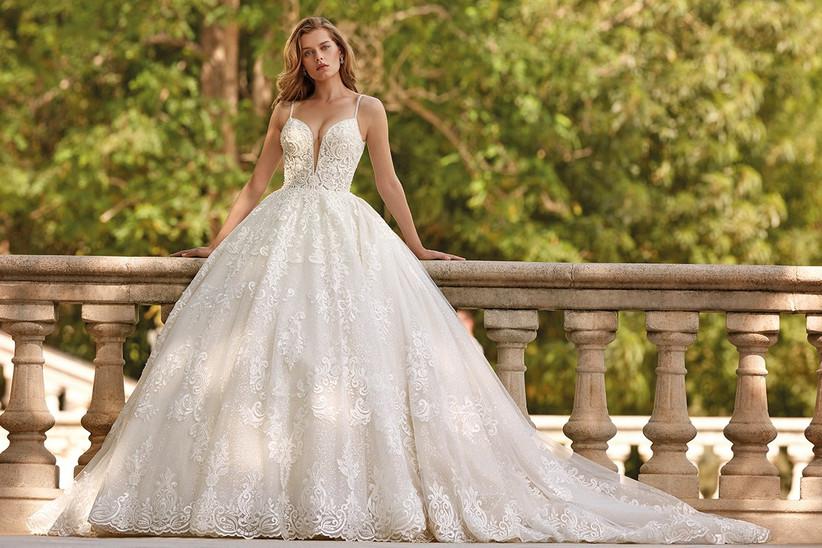 Vestido de novia Demetrios 2022 de corte princesa con tirantes espagueti