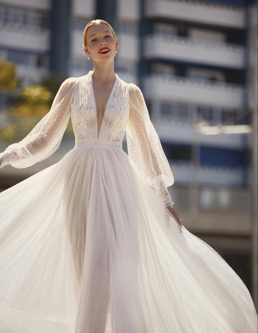 vestido de novia largo de la colección Brisa de Manu García 2022 con manga larga abullonada y falda princesa perfecto para las novias más fantasiosas
