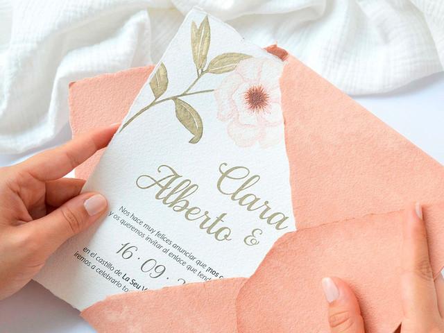 Atención pareja: respondemos a las 10 grandes dudas sobre las invitaciones de boda