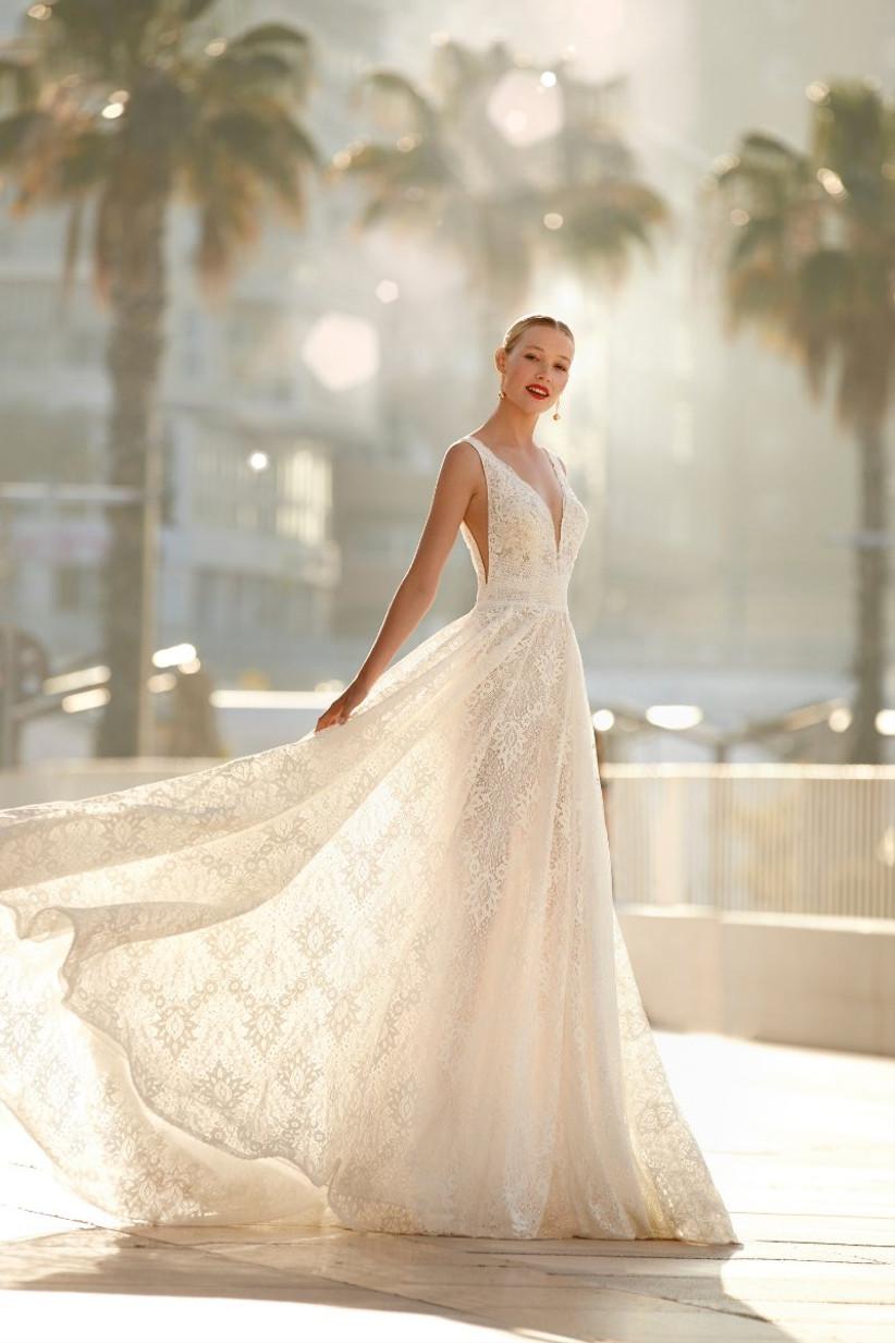 vestido de novia de la colección Brida de Manu García 2022 con escote en V y falda ligera perfecto para las novias que buscan ir cómodas en su boda