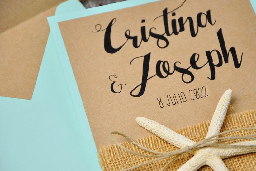 Invitación de boda de verano con estrellas de mar y papel kraft