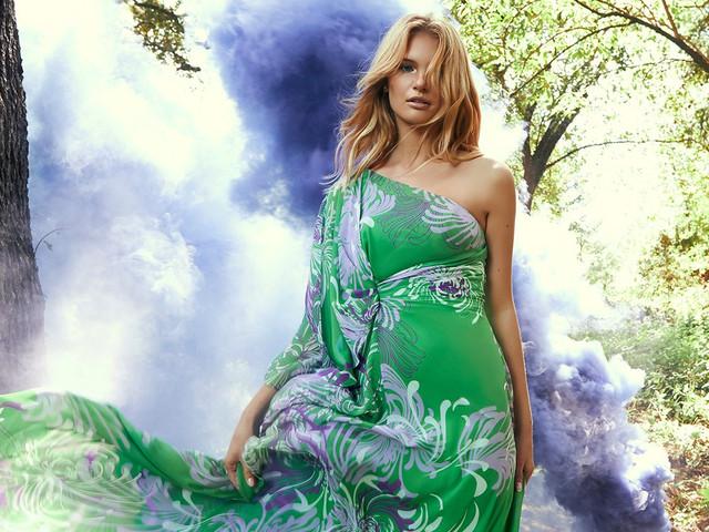 ¡Llena de color! Así es la nueva colección de vestidos de fiesta 2021 de Pronovias