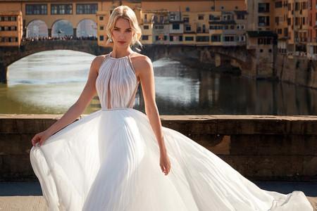 55 vestidos de novia con escote 'halter' que te enamorarán