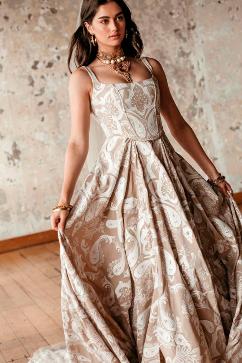 Vestido de novia estampado en blanco y marrón de la colección Golden Rhapsody de Rue de Seine 2021