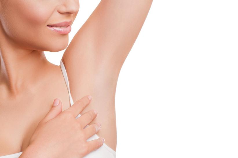Piel suave tras depilación láser en las axilas
