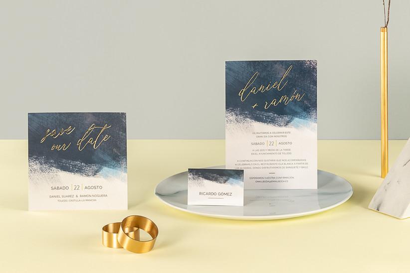 Invitación de boda de verano en blanco y azul marino
