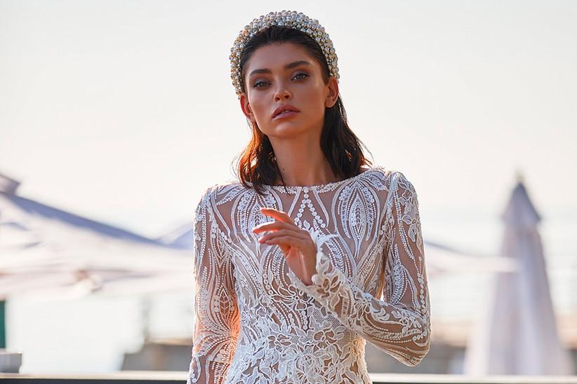 Vestido de novia con encajes handmade florales y geométricos de la colección Brave Glance de Ida Torez 2021