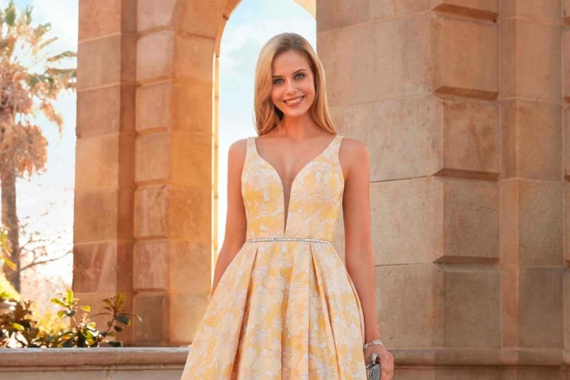 Vestido de fiesta con flores en amarillo y blanco de Susanna Rivieri