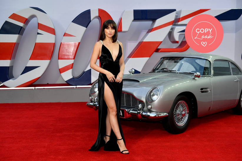 Ana de Armas en la alfombra roja de la estrena de James Bond con un sugerente vestido de fiesta negro con abertura profunda en la falda y escote en pico, ideal para un look de invitada de infarto