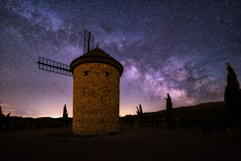 Escapada romántica a la Rioja antes de la boda: contemplar las estrellas desde el molino de viento de Ocón