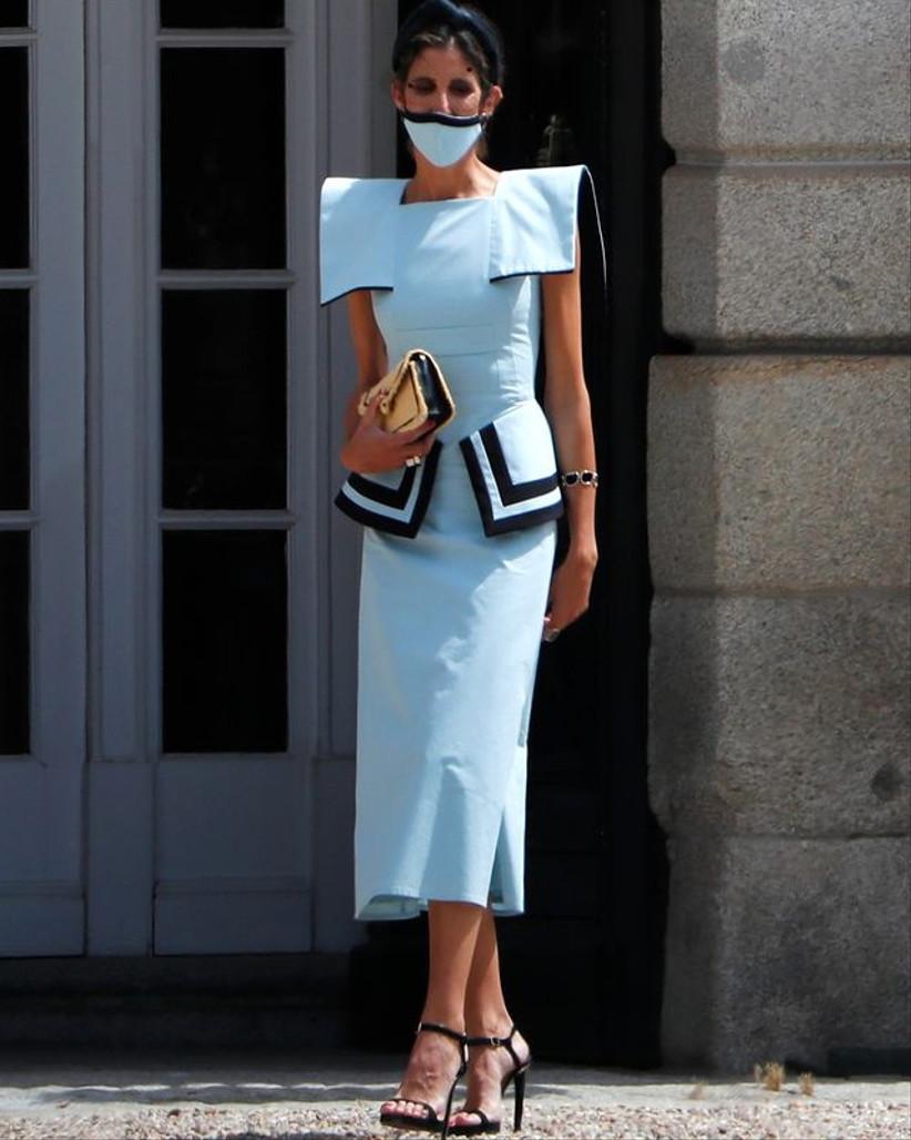 vestido midi de invitada azul Inés Domecq 2021