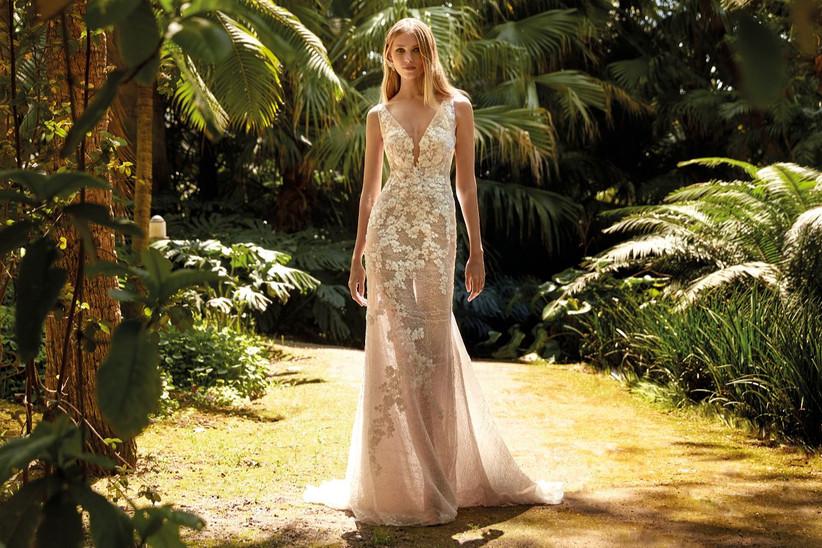 vestido de novia largo con transparencias de la colección Amazónica de Valerio Luna 2022 con tejido de encaje floral y corte sirena