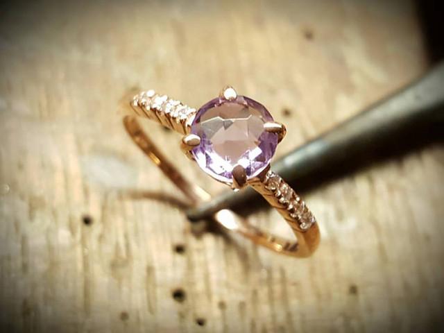 Todo lo que queréis saber sobre los anillos de compromiso rosas