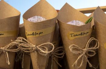 Conos de papel kraft para el arroz, los pétalos, el confeti...