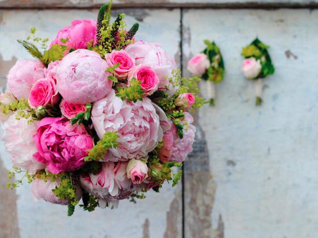 Ramos de novia con peonías: el romanticismo de una flor única