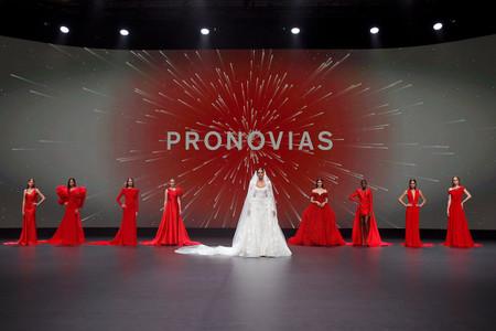 Innovación en los tejidos y las siluetas, claves de las novedades presentadas por Pronovias en la VBBFW