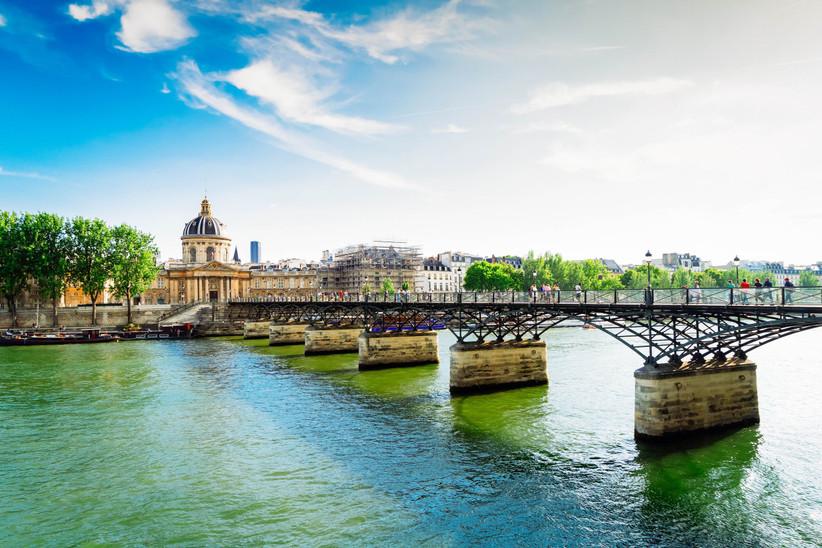 Luna de miel o escapada romántica antes de la boda en París: Pont des Arts