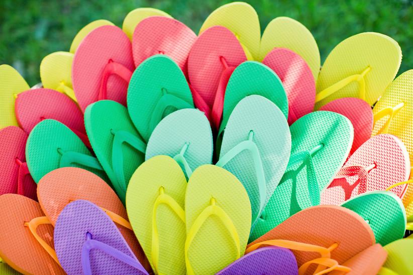 Regalo para invitados de boda: chanclas de playa de muchos colores