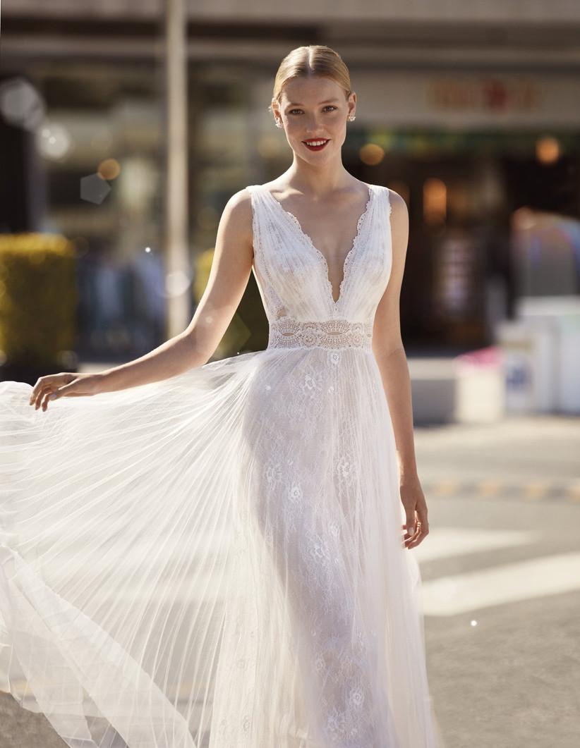 vestido de novia romántico de la colección Brisa de Manu García 2022 con escote en V y falda al vuelo ideal para las novias más bohemias