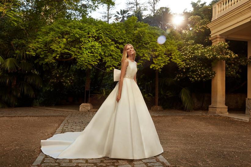 vestido de novia princesa de la colección Amazónica de Valerio Luna 2022 con lazo en la espalda y cuerpo entallado a la cintura