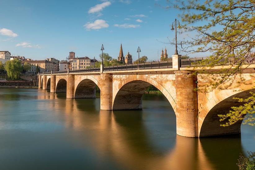 Escapada romántica a la Rioja antes de la boda: Puente de Piedra en Logroño