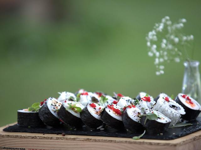 ¿Qué os parece la idea de poner una barra libre de sushi en la boda?