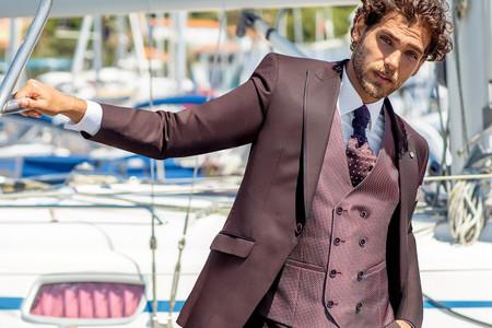40 trajes de novio originales con color. ¡Descubre las tendencias que más se van a llevar!