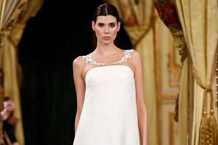 Vestidos de novia Santos Costura 2020: pura artesanía