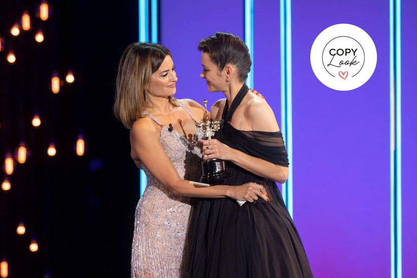 Penélope Cruz y Marion Cotillard encima del escenario del Festival de Cine de San Sebastián 2021