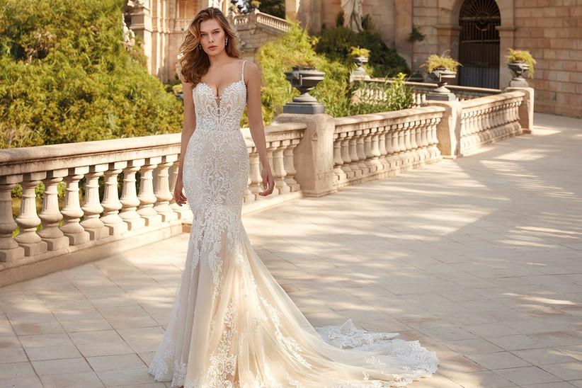 Vestido de novia Demetrios 2022 con corte sirena y tirantes espagueti