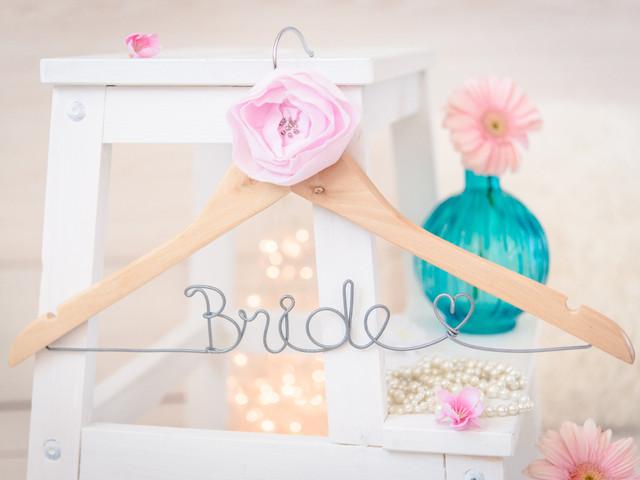 Personalizad vuestras perchas de boda