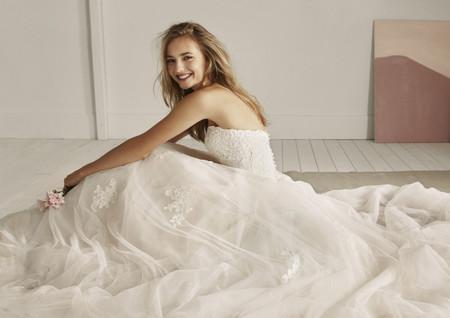 Vestidos de novia White One 2020: pura seducción
