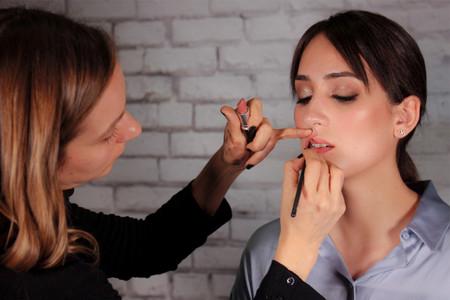 Videotutorial de maquillaje clásico para novias e invitadas