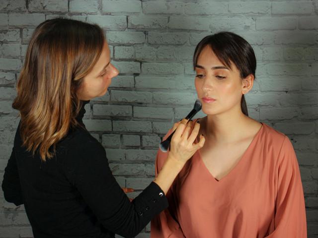 Videotutorial de maquillaje natural para novias e invitadas