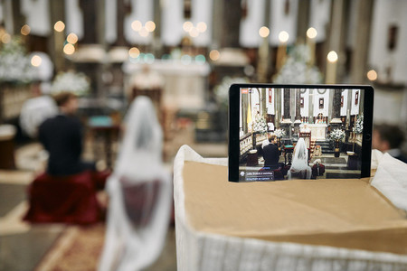 Si no queréis que ninguno de vuestros familiares y amigos se pierda la boda... ¡apostad por el 'streaming'!